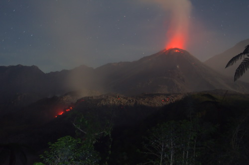 Santiaguito lava dome and the viscous active lava flow seen from the south (Photo: Yashmin Chebli)