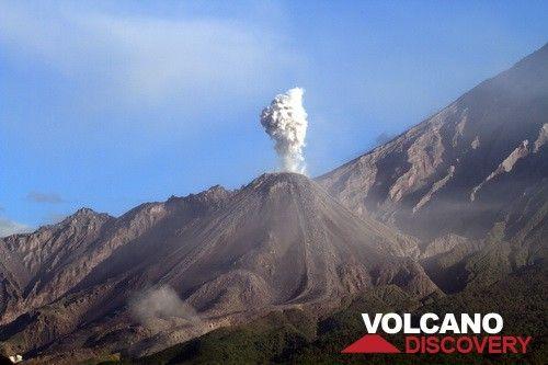 Ash eruzione della lava Santiaguito cupola, Guatemala (Photo: Yashmin Chebli)