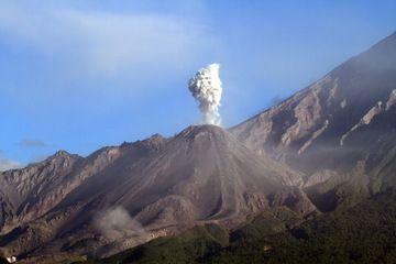 Ash eruption of the Santiaguito lava dome, Guatemala (Photo: Yashmin Chebli)