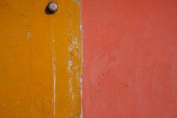 Orange and red (Photo: Tom Pfeiffer)