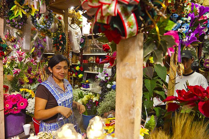 Flower vendor (Antigua) (Photo: Tom Pfeiffer)