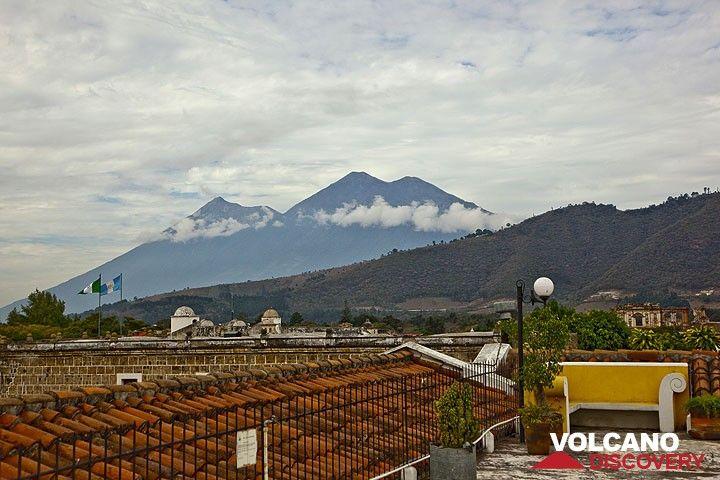 Les volcans Fuego et Acatenango vus depuis Antigua (Photo: Tom Pfeiffer)