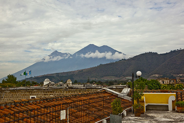 Fuego and Acatenango volcanoes seen from Antigua (Photo: Tom Pfeiffer)