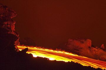 An active lava flow in its channel near its source. (Photo: Tom Pfeiffer)