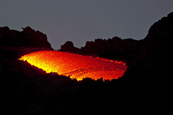 The source of the lava flow in a foggy dawn. (Photo: Tom Pfeiffer)