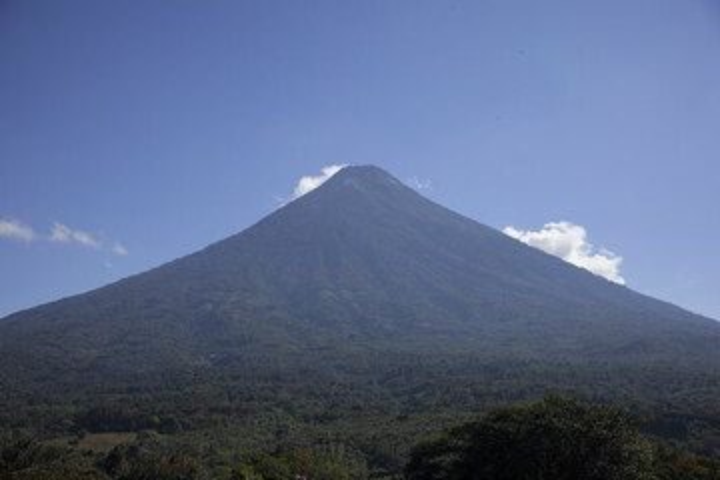 Die perfekte Kegelform des Agua Vulkans (Photo: Tom Pfeiffer)