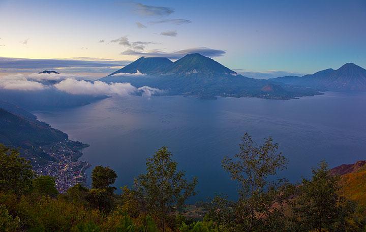 Lake Atitlán at sunrise (Photo: Tom Pfeiffer)