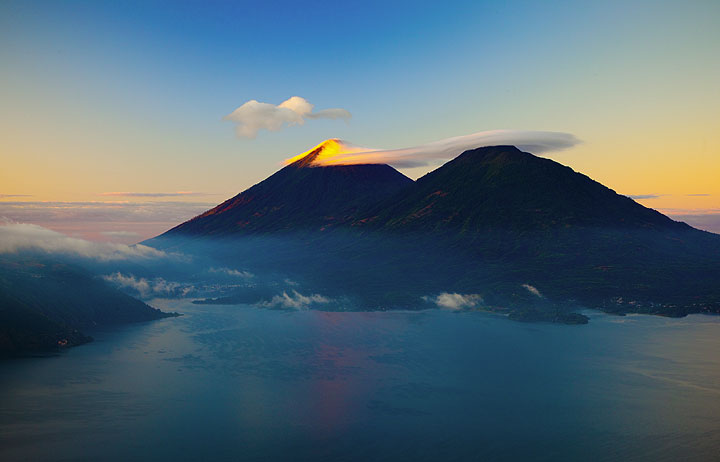 Sunrise over Lake Atitlán with Atitlán and Toliman volcanoes in the background (Photo: Tom Pfeiffer)