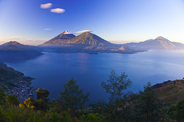 Morning light over Lake Atitlan (Photo: Tom Pfeiffer)
