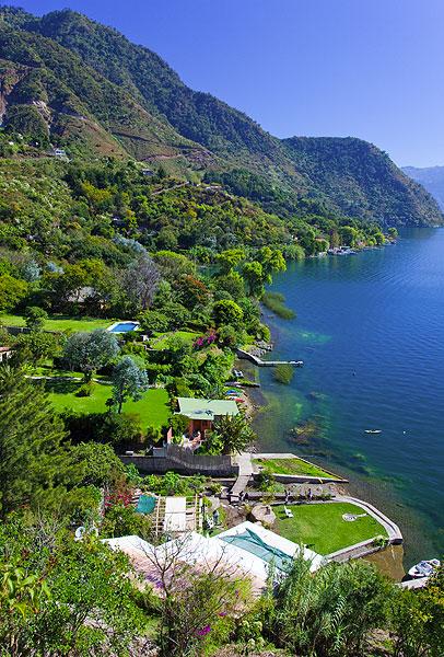 The shore of the Atitlán Lake (Photo: Tom Pfeiffer)