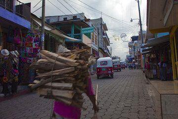 Street in Santiago town (Photo: Tom Pfeiffer)