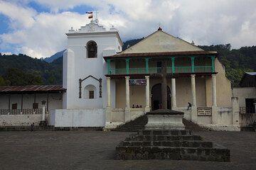 The church of Santiago Atitlán (Photo: Tom Pfeiffer)