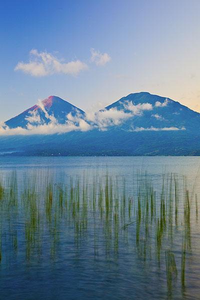 Atitlan and Toliman volcanoes (Photo: Tom Pfeiffer)