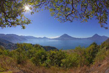 Panorama over the Atitlán Lake (Photo: Tom Pfeiffer)