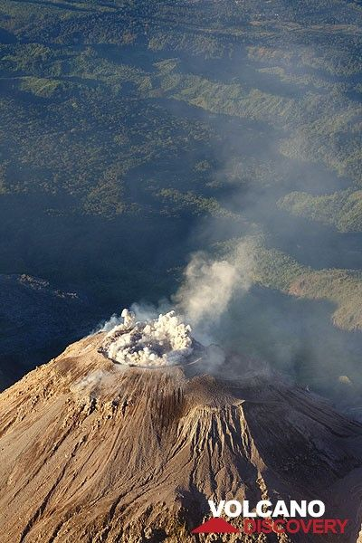 Onset of an eruption: at first, pressurized gasses escape from the outer margin of the plug of solid lava plugging the circular vent, creating an initial ring of ash. (Photo: Tom Pfeiffer)