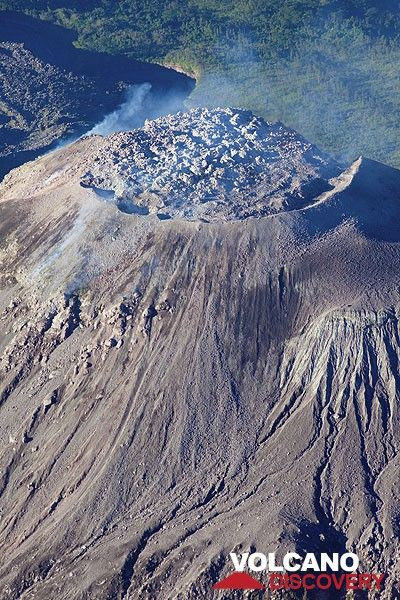 Santiaguito's Caliente lava dome consists of viscous, mostly solidified lava plugging the circular vent. (Photo: Tom Pfeiffer)