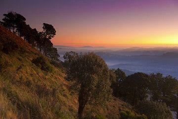 Dawn from Santa Maria volcano (Photo: Tom Pfeiffer)