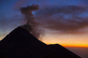 Fuego volcano ash cloud (Guatemala) (Photo: Tom Pfeiffer)