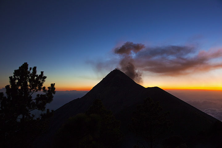 Evening ash plume from a small eruption at Fuego volcano (Guatemala) (Photo: Tom Pfeiffer)