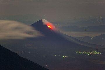 Вулкан Пакая с его лавовые потоки от Вулкан Акатенанго. (Photo: Tom Pfeiffer)