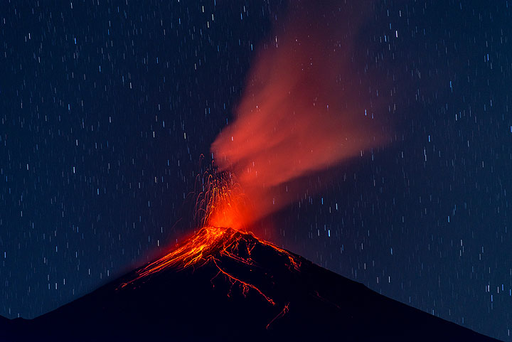 Stombolian eruption from Fuego after sunset (Photo: Tom Pfeiffer)