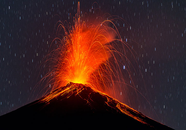 Strong strombolian explosion, sending incandescent bombs to several hundred meters of height above the crater. (Photo: Tom Pfeiffer)
