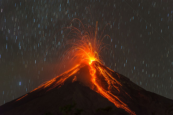 Strong strombolian explosion and glowing rockfalls from Fuego on New Year's eve. (Photo: Tom Pfeiffer)