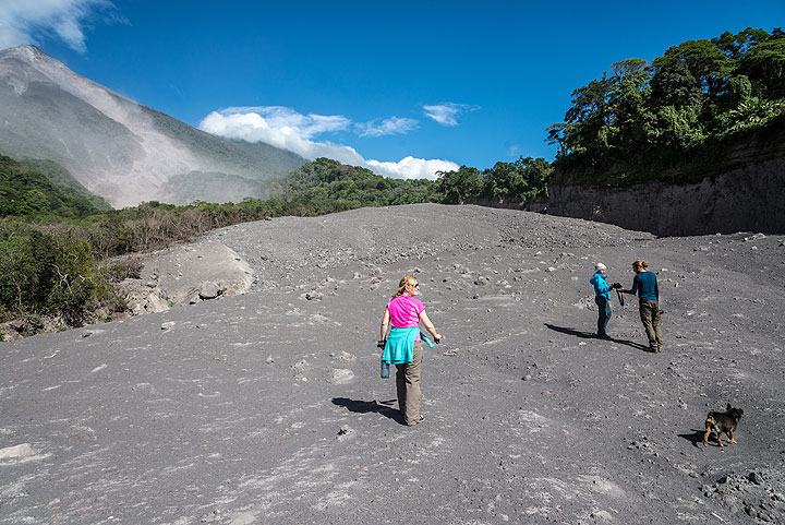 Exploring young pyroclastic flow deposits from Fuego volcano. (Photo: Tom Pfeiffer)