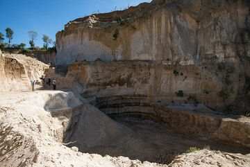Our group examines a pumice quarry near Antigua. (Photo: Tom Pfeiffer)