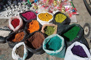 Dyes. (Photo: Tom Pfeiffer)