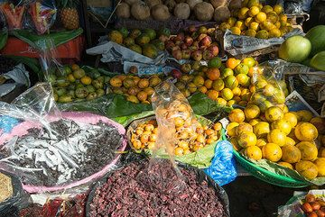 Fruits and spices. (Photo: Tom Pfeiffer)