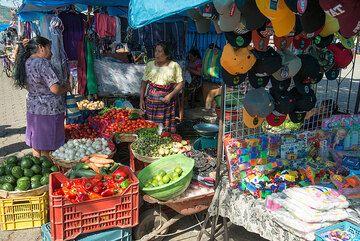 Market stand. (Photo: Tom Pfeiffer)