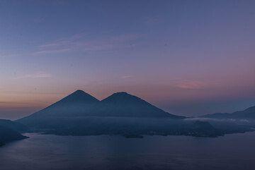 Atitlán and Toliman volcanoes before sunrise (Photo: Tom Pfeiffer)