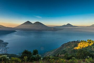 Morning view over the Lake Atitlán caldera with Atitlán and Toliman volcanoes opposite. (Photo: Tom Pfeiffer)
