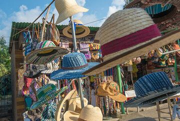 Hats for sale on a Mayan market. (Photo: Tom Pfeiffer)