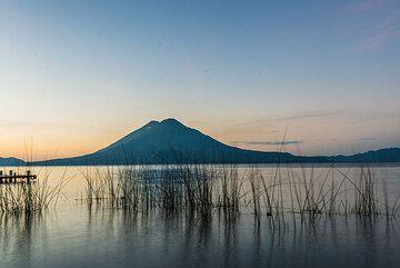 The sun has barely risen to paint the horizon yellow. (Photo: Tom Pfeiffer)