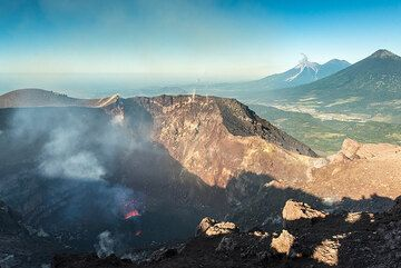 An eruption of distant Fuego volcano occurred during our stay on the Mackenney crater rim. (Photo: Tom Pfeiffer)