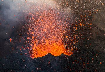 Lava bubbles inside the cone burst into thousands of glowing fragments. (Photo: Tom Pfeiffer)