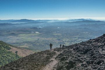 Start of the descend from Pacaya (Photo: Tom Pfeiffer)