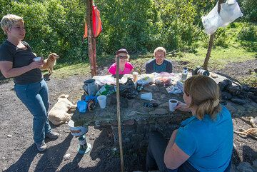 Coffee at the campsite. (Photo: Tom Pfeiffer)