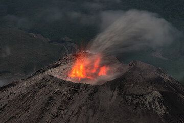 A strombolian-type eruption from Santiaguito's Caliente vent. (Photo: Tom Pfeiffer)