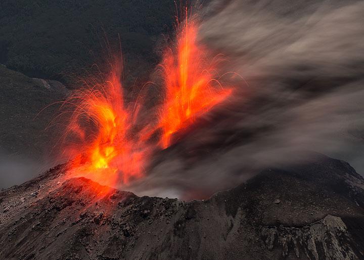 """Around 3:30 am on 27 Dec 2015, a stronger explosion occurs at the summit of the active  """"Caliente"""" lava dome of Santiaguito. The eruption originates in similar strength from two adjacent vents. (Photo: Tom Pfeiffer)"""