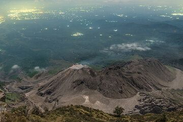 View over the Santiaguito lava dome complex at dawn. (Photo: Tom Pfeiffer)
