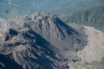 The inactive El Monje lava dome (l), active in the 1950s, and the El Brujo dome (r), active in the 1960's until mid 1980s. (Photo: Tom Pfeiffer)
