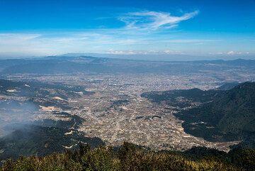 View over Quetzaltenango town from Santa Maria volcano. (Photo: Tom Pfeiffer)