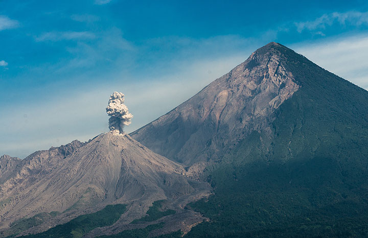 Looking at Santiaguito from the south shows the giant collapse scar in the southern side of Santa Maria volcano, resulting from its plinian eruption in 1902.  Not shown, but a strong eruption occurred while we were driving around the volcano, producing a plume that rose several kilometer. (Photo: Tom Pfeiffer)