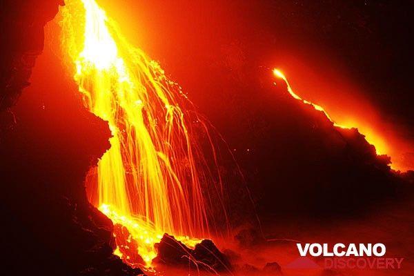 A lava fall over the sea cliff at Kilauea volcano (Photo: Tom Pfeiffer)