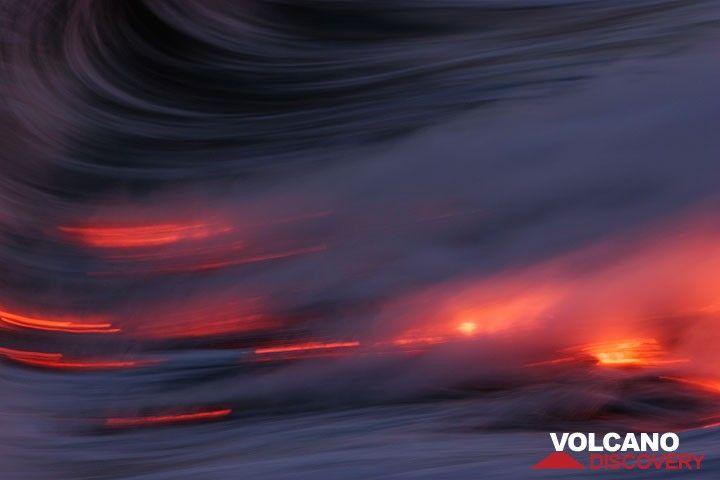 Glowing lava pulled by the ocean waves (Kilauea volcano, Hawai'i) (Photo: Tom Pfeiffer)