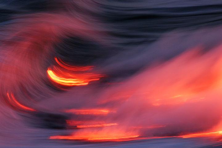 Floating lava in the sea wave (Kileaua volcano) (Photo: Tom Pfeiffer)