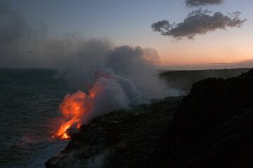 Lava sea entry at Kilauea volcano, Hawai'i (Photo: Tom Pfeiffer)